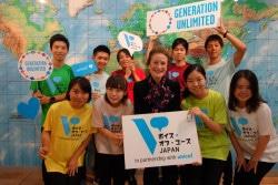 ユニセフ事務局長ヘンリエッタ・フォア(写真前列中央)と、『ボイス・オブ・ユース JAPAN』開設に携わった東京大学の学生たち。(2018年10月10日撮影)