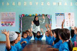 幼稚園の授業を受ける子どもたち(フィリピン)。