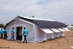 人道支援用の高性能テント