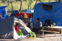 マタモロスの町に並ぶ仮のテントの様子。(2020年1月29日撮影)