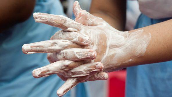 石けんを使った手洗い