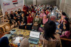 FGM根絶に向けた啓発活動を行うため、コミュニティーリーダーのトレーニングを受ける女の子と女性。(2019年12月撮影)