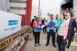 国連の人道支援物資拠点を視察するヘンリエッタ・フォア。ここからユニセフの支援物資をシリア北西部へ送り出している。