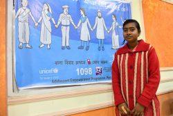 16歳のマイナさんは児童婚支援のホットラインのおかげで結婚を回避し、学校に通い続けることができた。(2019年1月撮影,インド)
