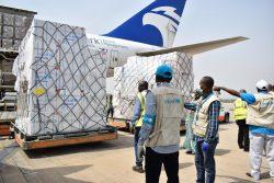 APMターミナルズから資金提供を受けた航空機で届けられた重要な医療物資。(2020年4月16日撮影)