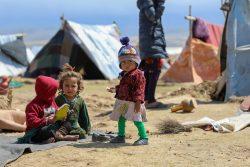 マザーリシャリーフのHazrat Bilal国内避難民キャンプで暮らす子どもたち。(アフガニスタン、2020年4月15日撮影)