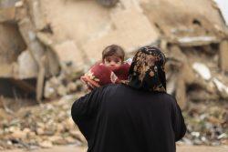 アレッポ近郊ハナノにあるユニセフが支援するクリニックで、栄養不良の治療を受けるヤナちゃん。(シリア、2020年2月13日撮影)