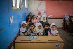 サヌアにあるユニセフが支援する学校で授業を受ける子どもたち。(イエメン、2020年2月3日撮影)