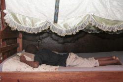 母親から繰り返し身体的虐待を受けた経験をもつ8歳のマヘリーくん。(マダガスカル、2019年2月撮影)