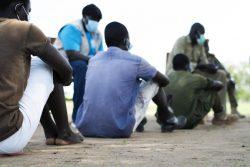 武装グループから解放された15-17歳の子どもの兵士。(南スーダン、2020年5月26日撮影)