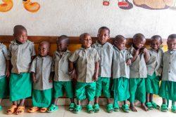 ユニセフが政府を支援して建設した6歳までの子どもたちが通うECDケアセンターの子どもたちの様子。(ルワンダ、2020年2月撮影)