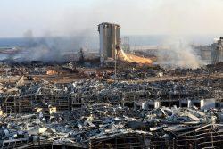 大規模爆発の被害を受けたベイルート港。(2020年8月5日撮影)