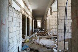 爆発で大きな被害を受けたカランティーナ公立病院。