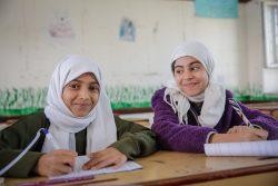 ユニセフが支援する学校で授業を受ける女の子たち。(2020年2月撮影)
