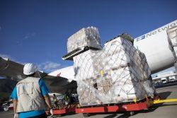 首都カラカスの空港に到着したCOVID-19の支援物資。(ベネズエラ、2020年8月撮影)