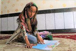 アフワーズ郊外の農村部で暮らす9歳のマルヤンさん。自宅でインターネットが利用できず、学習を続けることができずにいる。(イラン、2020年4月撮影)