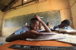 COVID-19危機以前のジンバブエの学校の様子(2017年撮影)