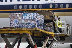 ヤンゴン国際空港に届いた個人用防護具(PPE)セットなどのユニセフの支援物資。(ミャンマー、2020年8月撮影)