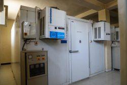 国立コールドチェーン・センターにある、ワクチンを適切な温度で保管するためのコールドチェーン用冷蔵庫。(アフガニスタン、2020年9月撮影)