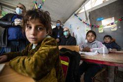 北東部アルホル難民キャンプにあるユニセフが支援する学習センターで、授業を受ける子どもたち。(2020年12月撮影)