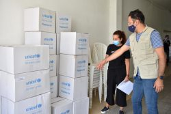 ユニセフの緊急支援物資として届いた衛生キット、ベビーケアキットや感染予防キット。(2020年9月撮影)