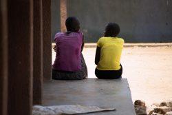 FGMと児童婚から救出された10代の女の子たち。北東部の学校「Kalas Girls Primary School」でユニセフが支援するカウンセリングや、心理社会的サポートを受けている。(ウガンダ、2020年9月撮影)