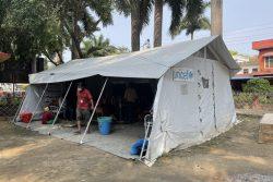 中西部にあるバンケ地区の病院の敷地内に設置された、ユニセフ支援物資の医療用テント。テント内では12の病床が確保できる。(ネパール、2021年5月12日撮影)