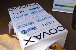 COVAXを通じて届いたCOVID-19ワクチン。(ウガンダ、2021年6月17日撮影)
