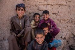 ヘラートにある国内避難民キャンプに滞在する子どもたち。(2021年8月30日撮影)
