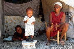 レカイ(Les Cayes)にあるユニセフが支援するセンターにいる家族。(2021年9月13日撮影)