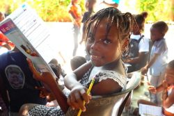 ユニセフが支援するセンターで、心理社会と教育の支援を受ける女の子。(2021年9月13日撮影)
