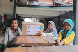 ジャカルタにあるムスリムのための孤児院で、ユニセフの衛生キットを受け取った子どもたち。(2020年5月撮影)※本文とは直接の関係はありません。