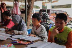 ジャカルタにあるムスリムのための孤児院で、授業を受ける子どもたち。(2020年5月撮影)※本文とは直接の関係はありません。
