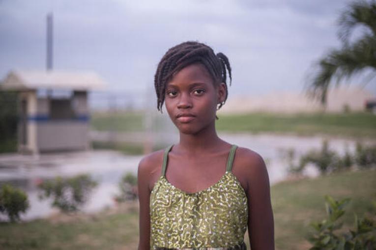 地震で被災したため故郷を離れ、父親とともに米国フロリダ州のマイアミにたどり着いた12歳のマリヤさん。(2021年9月11日撮影)