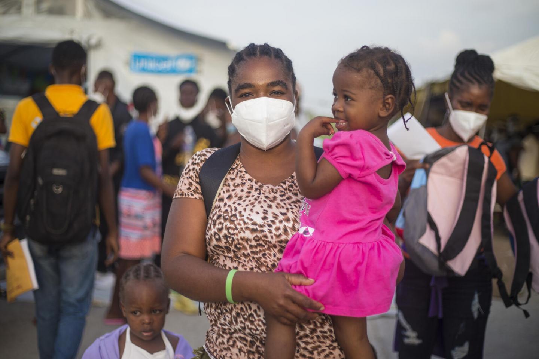 米国フロリダ州のマイアミを目指して船に乗ったが、天候の影響や燃料不足、食料不足によってキューバに到着。何日間も拘束された後、ハイチに戻ってきた。(2021年10月12日撮影)