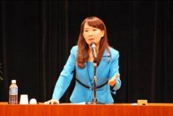 世界の子どもたちや日本の子どもたちの現状と課題を訴えるアグネスさん。