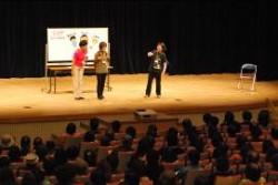 「CAP子どもワークショップ」の一部を実演で紹介。
