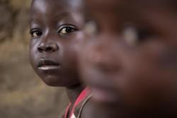 エボラで両親を失った子どもたち。