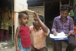 発育測定を受ける子ども。