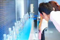 イベント『Color of Water』では安全な水の大切さをひときわ際立たせるガラス瓶がリソース・パートナーの日本びん協会より贈られ、写真投稿者のうち希望者に配られた。