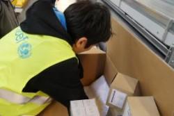 シリアに向けた支援物資では、下痢性疾患の子どもたちに向けた薬を中心に診療所用の物資が梱包されました。