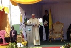 中央アフリカ共和国を訪問したローマ法王フランシスコ聖下。