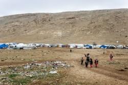 ヤズディの避難民の人々が暮らすテントが並ぶ、シンジャル山。