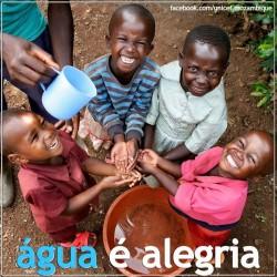 「水は喜び」と書かれたユニセフのポスター
