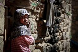 イエメン・サヌアの郊外で暮らす少女。