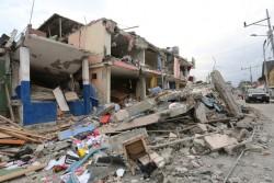 地震の被害に遭った建物。