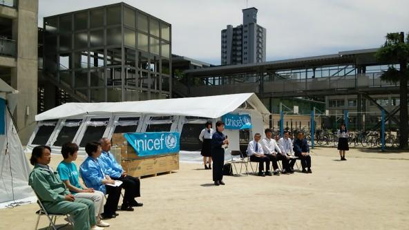「ここにあるテントが、世界の子どもたちを助けてくれていると思うと、決して他人事ではないなと、改めて感じました」と語る宮尾千加子教育長