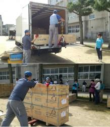 3トントラック2台で運ばれてきた木箱30個に入ったユニセフテント10張。