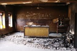 破壊された学校の教室(イラク)。