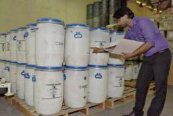 水源の汚染によって水を媒介する感染症のリスクが高まっているため、ユニセフは政府を支援し、洪水の影響を受けた地域に塩素を配布している。